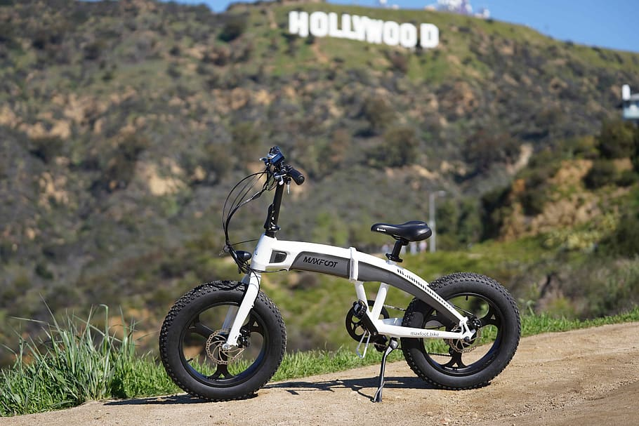 CCTravelHub - Electric bike overlooking the hollywood sign